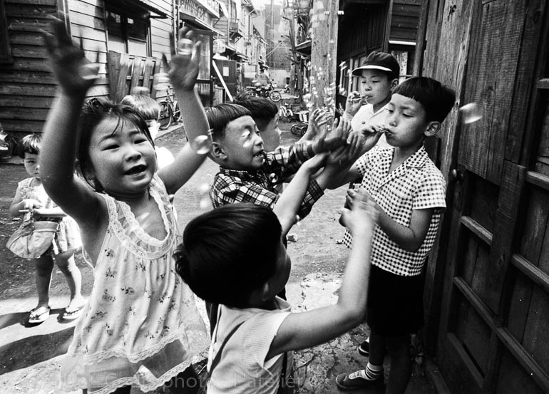 [ Photographe ] William Klein - Zoom'Up - Cours de photo - L'atelier